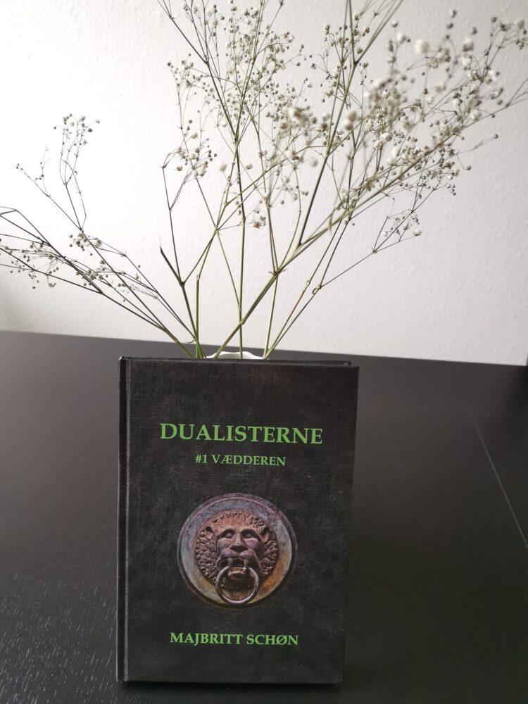 Dualisterne #1 Vædderen af Majbritt Schøn