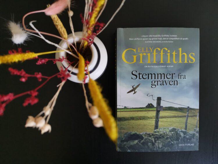 Anmeldelse af Stemmer fra graven af Elly Griffiths